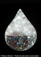 Gota de agua móvil con círculos